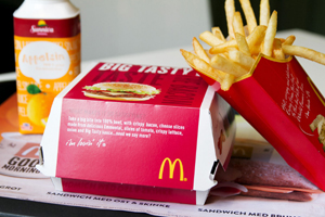 бургер и картошка фри из макдональдса