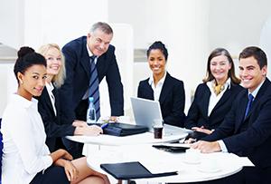 Работники фирмы - общее число людей