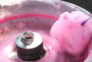Сахарная вата в процессе изготовления