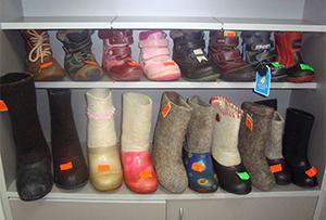 Детская обувь в комиссионном магазине