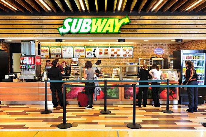 Внутри ресторана Subway