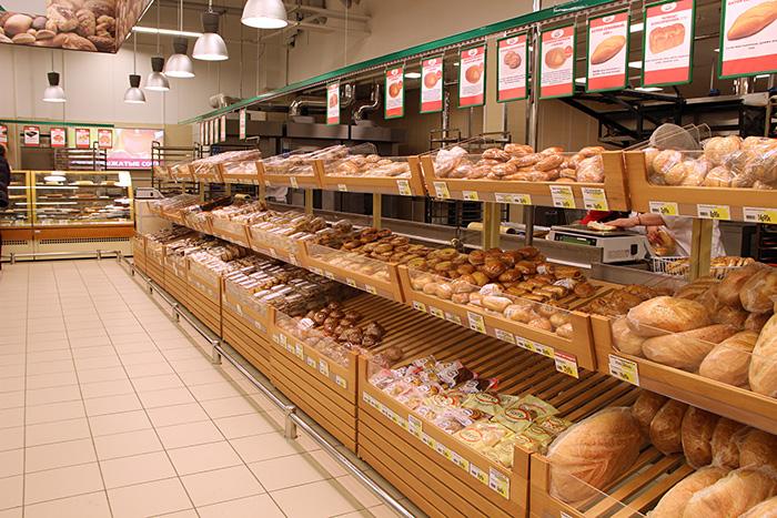Ассортимент хлеба в супермаркете