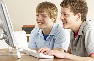 Подросток зарабатывает в интернете