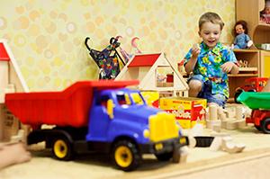 Ребенок в игровой комнате