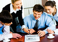 Студенты занимаются бизнесом